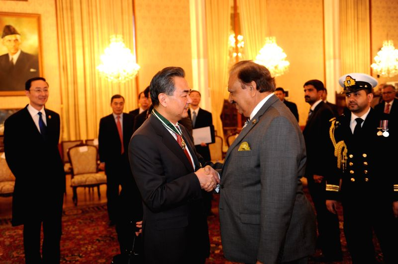 Chinese Foreign Minister Wang Yi (L, front) meets with Pakistani President Mamnoon Hussain in Islamabad, Pakistan, Feb. 12, 2015.