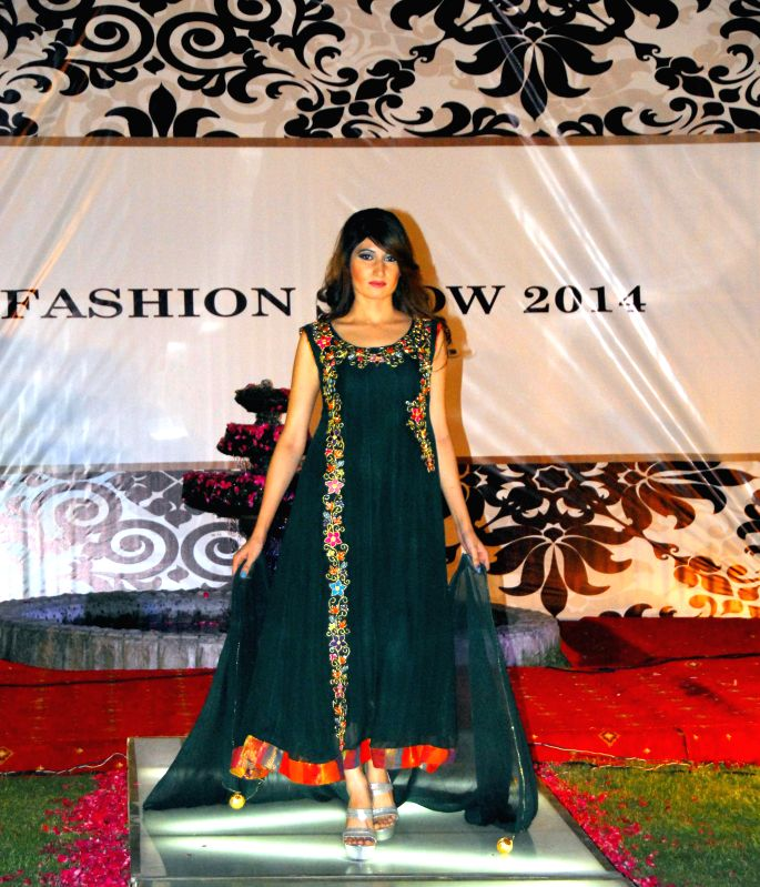 A model presents a creation by designer Farah during a fashion show in Islamabad, capital of Pakistan on May 9, 2014.