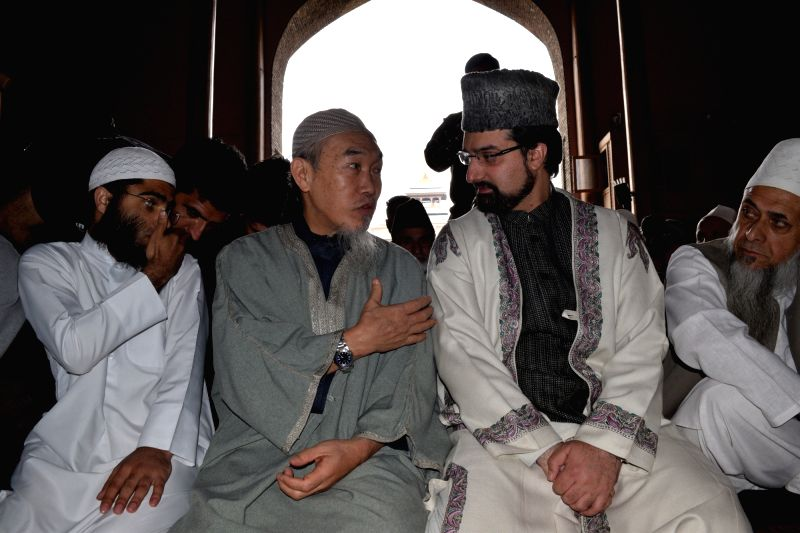 Islamic scholar from Malaysia Sheikh Hussaini with Moderate Hurriyat Conference Chairman Mirwaiz Umar Farooq during Friday prayers at Jamia Masjid in Srinagar on May 6, 2016. - Sheikh Hussaini