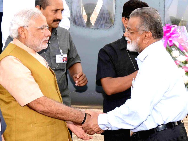 ISRO chairman K Radhakrishnan welcomes Prime Minister Narendra Modi at Sriharikota of Andhra Pradesh on June 29, 2014. - Narendra Modi