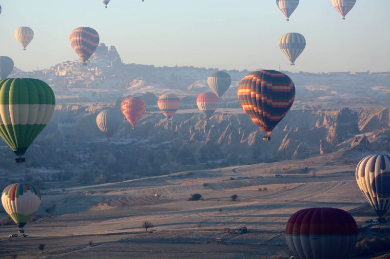 ISTANBUL, Jan. 31, 2018 - Photo taken on Dec. 26, 2017 shows hot-air balloons in Cappadocia, Turkey. Turkey's tourism revenue grew 18.9 percent to 26.3 billion U.S. dollars in 2017, show official ...