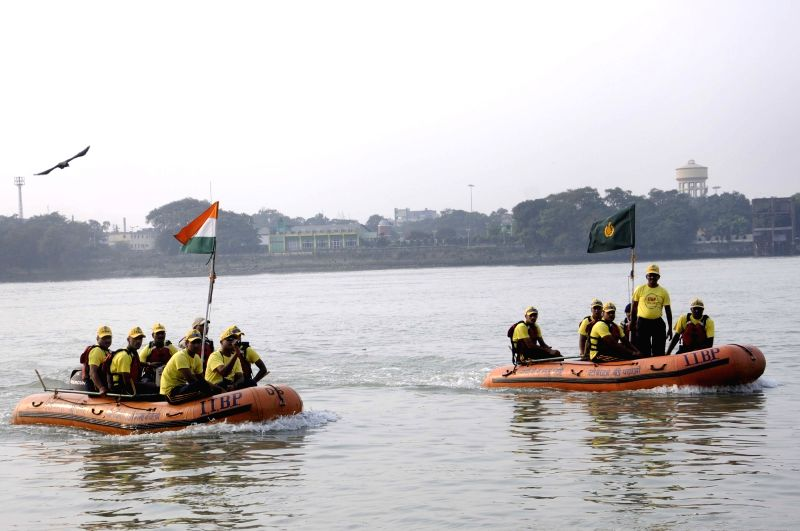 ITBP personnel during Ganga River Rafting Expedition in Kolkata, on Dec 8, 2015.