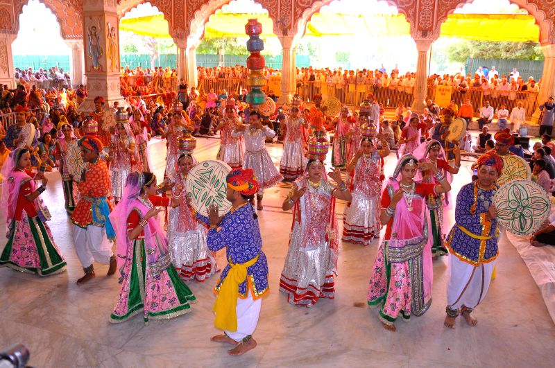 Artists perform during the `Fag Mahotsav` at the Govind Devji temple in Jaipur, on Feb 26, 2015.