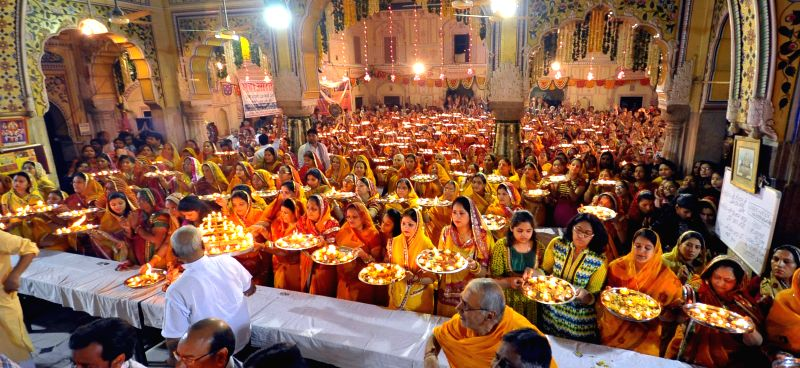 Devotees perform Maha Aarti on the occasion of Ram Navmi in Jaipur on March 28, 2015.
