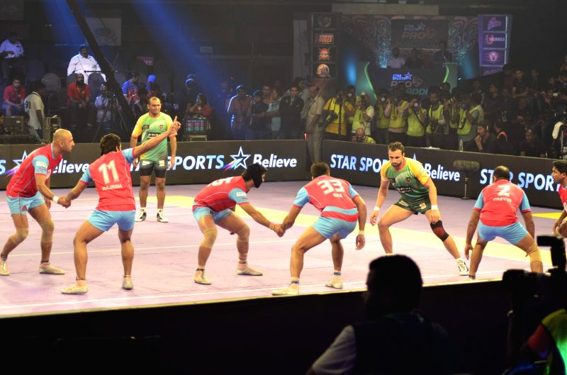 Jaipur Pink Panthers and Patna Pirates in action during pro Kabaddi League (PKL) match in Mumbai on Aug 29, 2014.