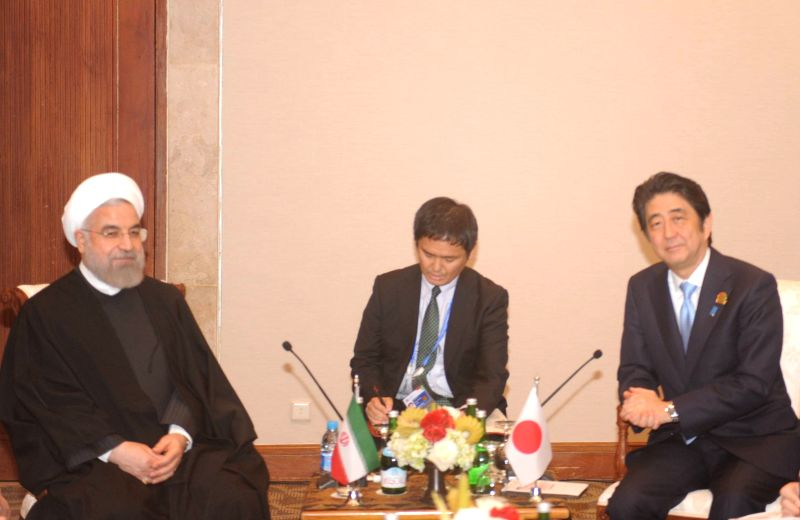 Iranian President Hassan Rouhani (L) meets with Japanese Prime Minister Shinzo Abe (R) on the sidelines of Asian-African Summit 2015 in Jakarta, Indonesia, April ... - Shinzo Abe and Hassan Rouhani