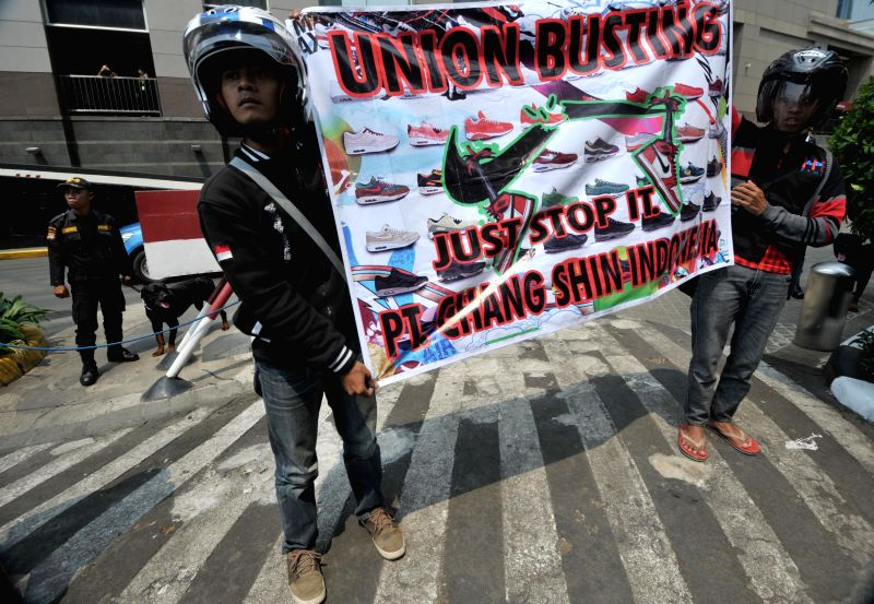Members of labor union attend a rally at the Indonesia Stock Exchange for the upcoming May Day rally in Jakarta, Indonesia, April 30, 2014. Tens of thousands of ...