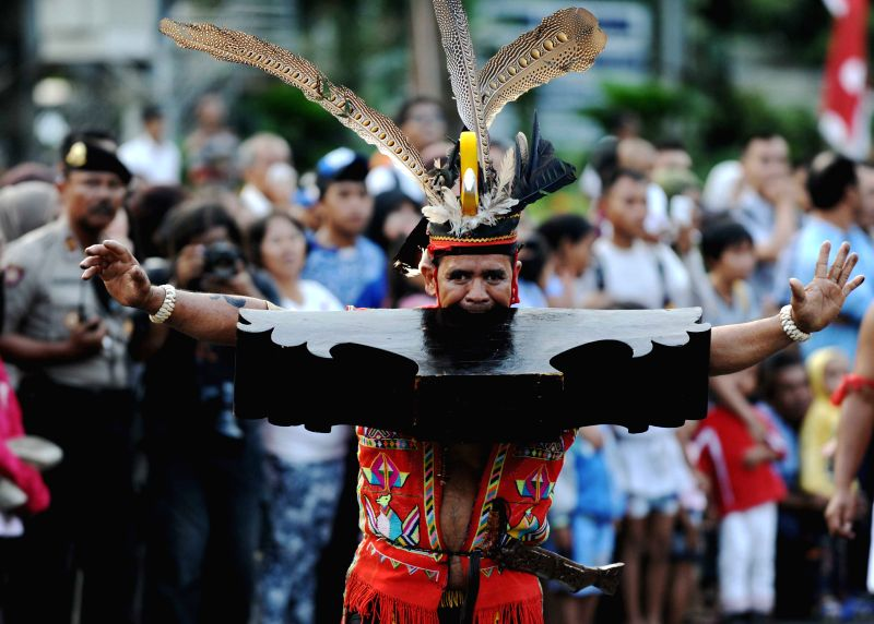 An Indonesian dancer participates in a cultural parade to mark Indonesia's independence day in Jakarta, Indonesia, Aug. 18, 2014. (Xinhua/Agung Kuncahya ...