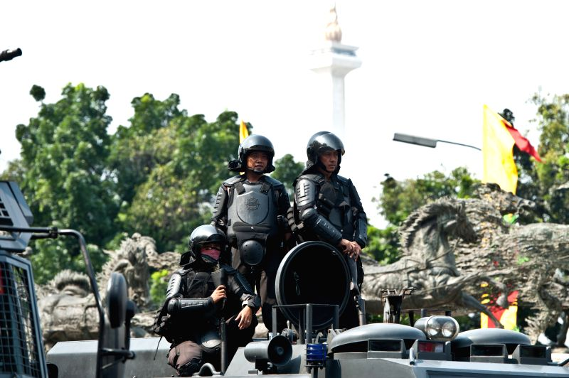 Indonesian riot police are seen during a rally near the constitutional court in Jakarta, Indonesia, Aug. 21, 2014. Indonesian police and supporters of the defeated .