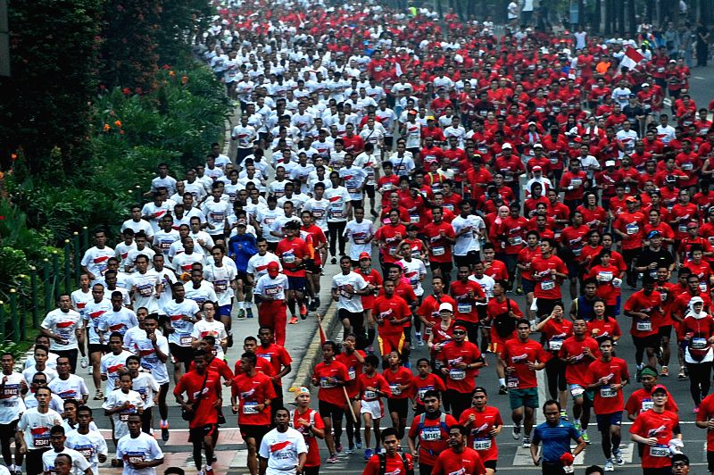 People participate in Independence Day Run 2014 in Jakarta, Indonesia, Aug. 31, 2014. Around 45,000 runners participate in this event celebrating the 69th ...