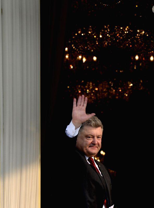 JAKARTA, Aug. 5, 2016 - Visiting Ukrainian President Petro Poroshenko greets the media at the backyard of the Presidential Palace in Jakarta, Indonesia, Aug. 5, 2016. Petro Poroshenko is on a ...