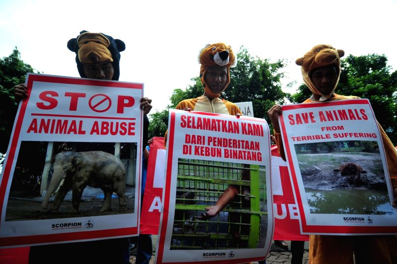 JAKARTA, Aug. 8, 2016 - Indonesian activists wearing costumes of endangered animals hold placards during a protest against animal abuse outside the Ministry of Environment and Forestry in Jakarta, ...