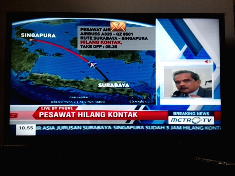Photo taken on Dec. 28, 2014 shows an Indonesian local television broadcasting the news concerning AirAsia flight QZ8501 losing contact in Jakarta, Indonesia. ...