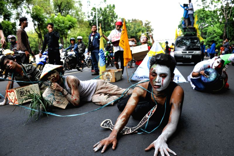 Jakarta (Indonesia): Student activists perform theatrical scene during a rally against fuel hike in front of President Palace in Jakarta, Indonesia, Nov. 18, 2014. Indonesian President Joko Widodo ...