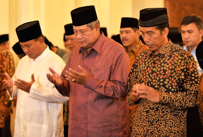 (L-R, front) Indonesian presidential candidate from Great Indonesia Movement Party Prabowo Subianto, Indonesian President Susilo Bambang Yudhoyono and presidential .
