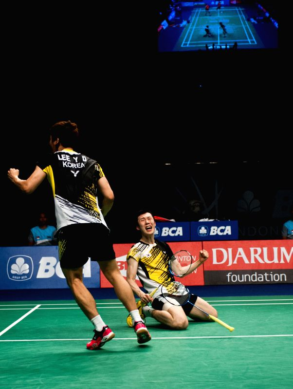 Lee Yong Dae (L) and Yoo Yeon Seong of South Korea react during men's doubles semi-final of BCA Indonesia Open 2014 against Fu Haifeng and Zhang Nan of China at ...