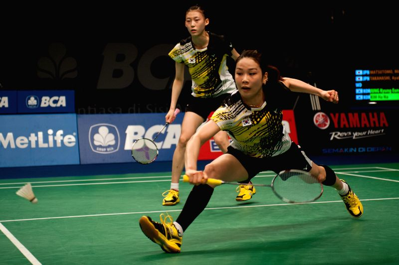 Jung Kyung Eun (front) and Kim Ha Na of South Korea compete against Matsutomo Misaki and Takahashi Ayaka of Japan during round two of BCA Indonesia Open 2014 at ...