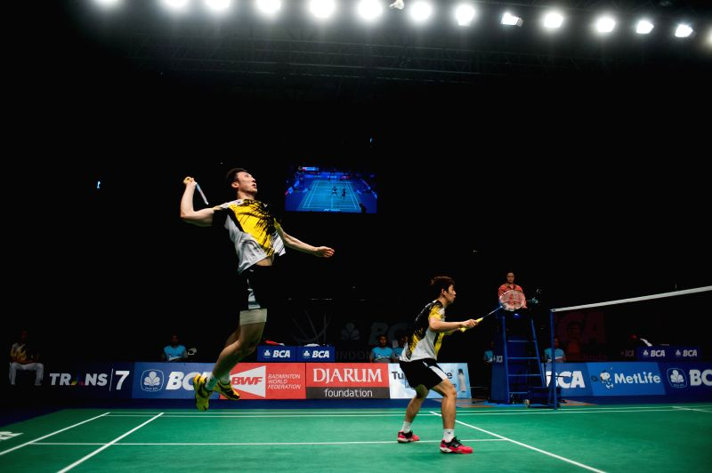 Lee Yong Dae (R) and Yoo Yeon Seong of South Korea compete during men's doubles semi-final of BCA Indonesia Open 2014 against Fu Haifeng and Zhang Nan of China at ..