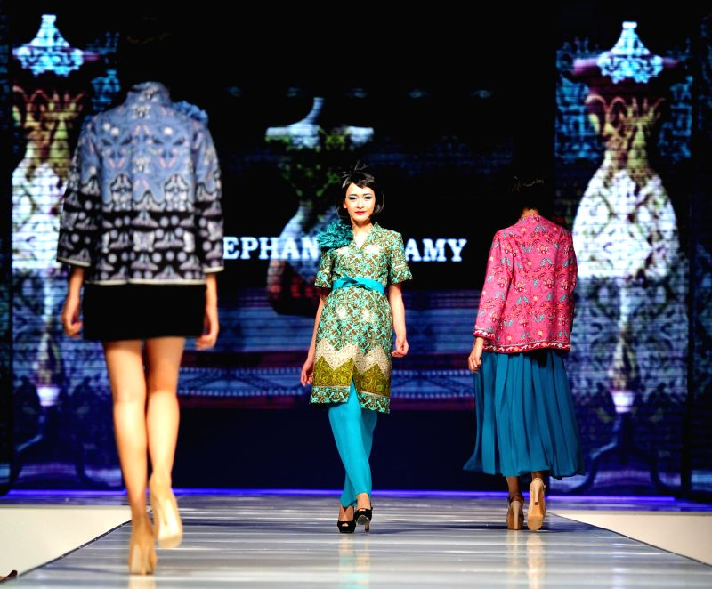 Models present creations by Indonesian designer Stephanus Hamy during Jakarta Fashion and Food Festival at Kelapa Gading in Jakarta, Indonesia, May 16, 2014.