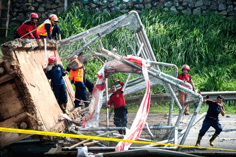 JAKARTA, May 16, 2016 - Officers work at the site of a collapsed bridge on the BSD-Bintaro highway in Tangerang, Indonesia, May 16, 2016. A pedestrian bridge that crosses over the BSD-Bintaro highway ...