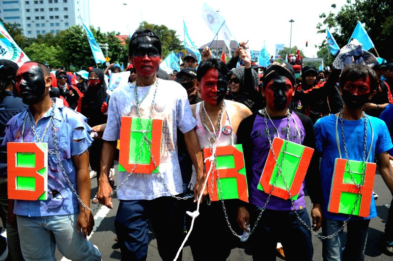 Workers march during a rally to mark the Labor Day in front of the presidential palace in Jakarta, Indonesia, May 2, 2014.   ****Authorized .