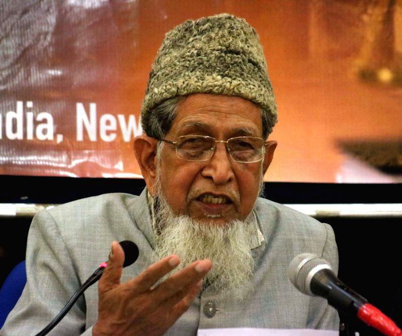 Jamaat-e-Islami Hind President Maulana Syed Jalaluddin Umari addresses a press conference in New Delhi, on April 21, 2017.