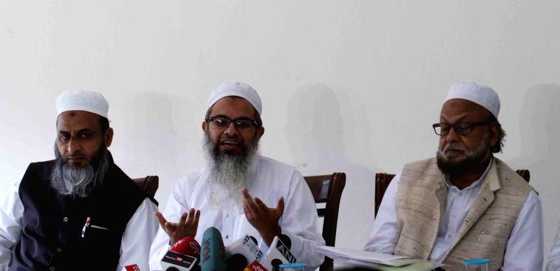 Jamiat Ulema-e-Hind chief Maulana Mahmood Madani addresses a press conference regarding 13/11 Paris blasts in New Delhi, on Nov 17, 2015.