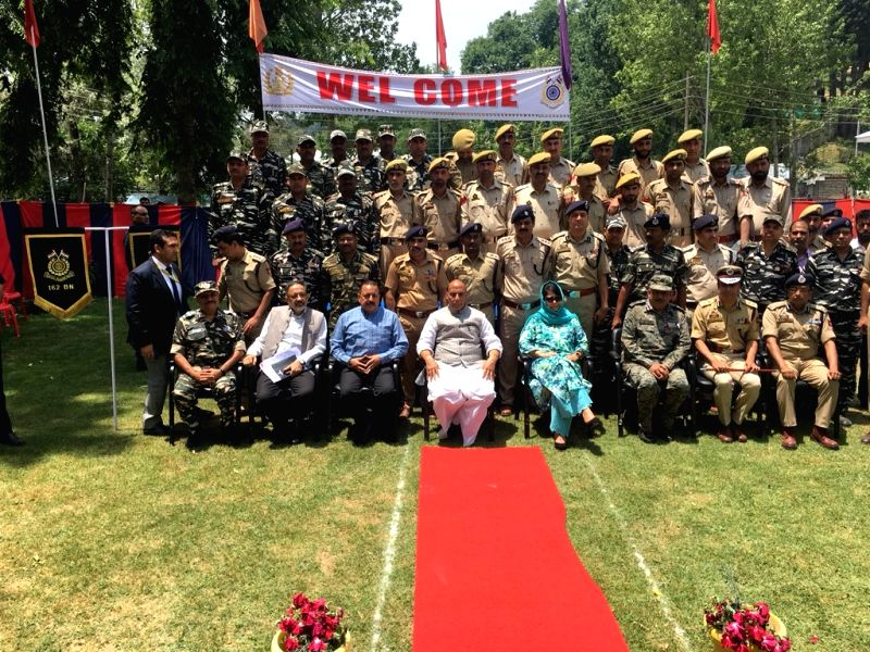 Jammu and Kashmir Chief Minister Mehbooba Mufti and Union Home Minister Rajnath Singh with Jammu and Kashmir policemen at District Police Lines in Kupwara, Jammu and Kashmir on June 8, 2018. - Mehbooba Mufti and Rajnath Singh