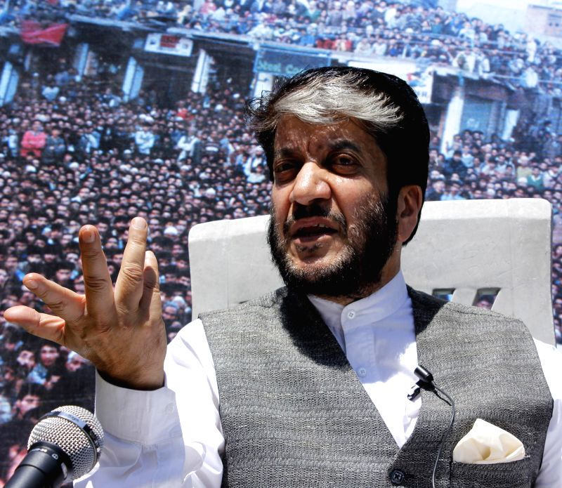 Jammu and Kashmir Democratic Freedom Party leader Shabir Shah addresses a press conference in Srinagar on Aug 20, 2014. - Shabir Shah
