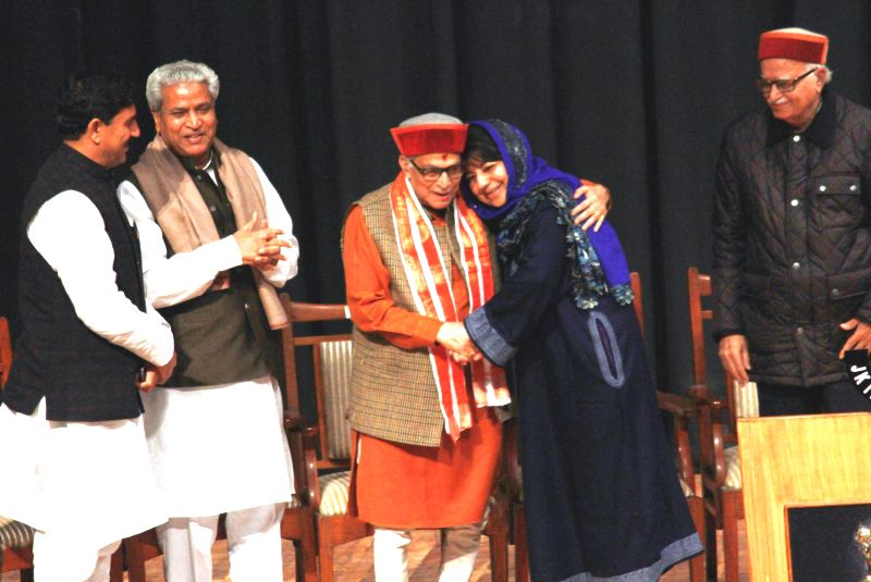PDP leader Mehbooba Mufti with BJP veteran Murli Manohar Joshi during the swearing in ceremony of PDP patron Mufti Mohammad Sayeed as the chief Minister of Jammu and Kashmir at Jammu ... - Murli Manohar Joshi