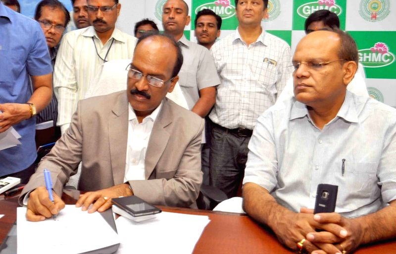 Janardhan Reddy took charge as commissioner of Greater Hyderabad Municipal Corporation GHMC take over charge from outgoing commissioner Sumesh Kumar in Hyderabad on Oct 31, 2015. - Sumesh Kumar