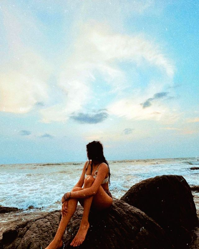 Janhvi Kapoor makes a splash with bikini pictures.(photo:instagram)