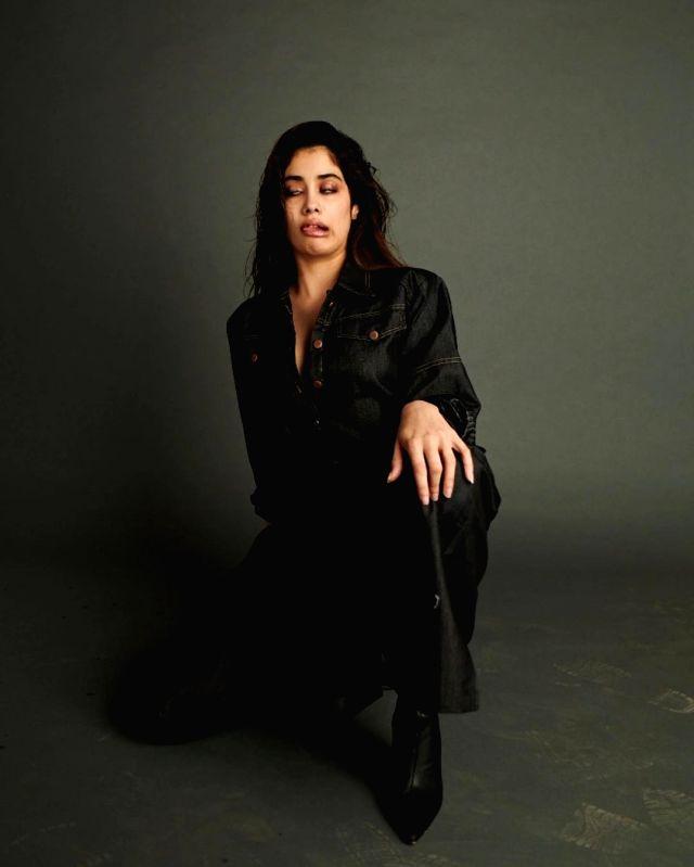 Janhvi Kapoor shares her face for 2020.