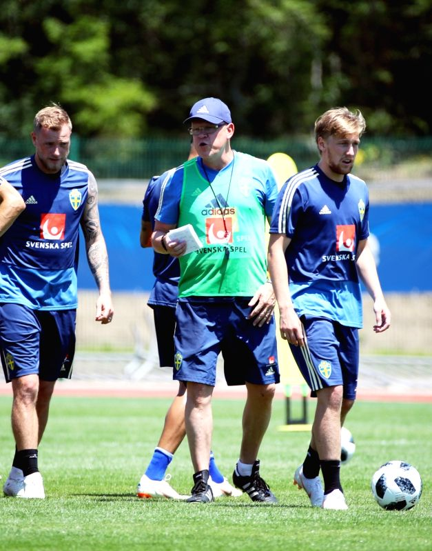Janne Andersson (C), head coach of the Swedish national football team, trains Swedish players at a stadium in Gelendzhik, Russia, on June 14, 2018. South Korea and Sweden will meet in ...