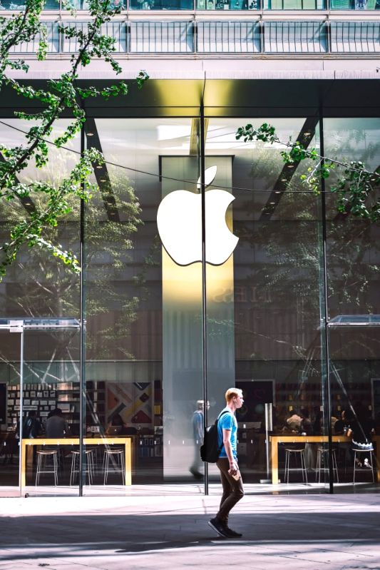 Japan to probe Apple, Google in antitrust discussions.