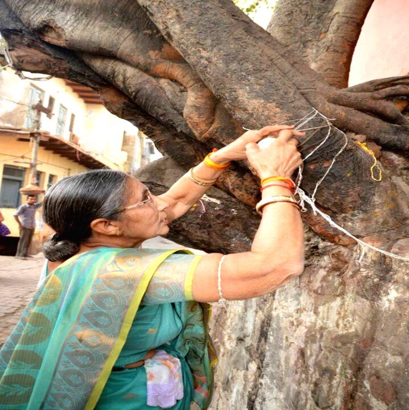 Jashodaben Modi, wife of Prime Minister Narendra Modi performs rituals at Rangeshwar Mahadev temple in Mathura on April 19, 2017. - Narendra Modi and Jashodaben Modi