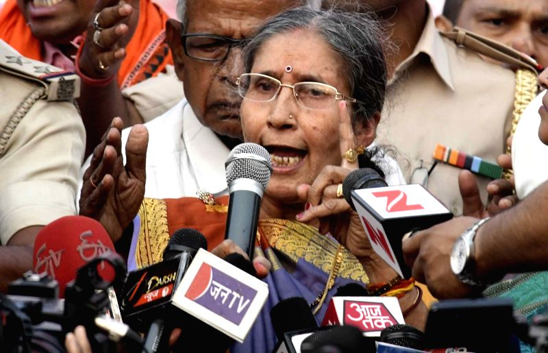 Jashodaben Modi, wife of Prime Minister Narendra Modi talks to press during felicitation programme in Patna on April 22, 2017. - Narendra Modi and Jashodaben Modi