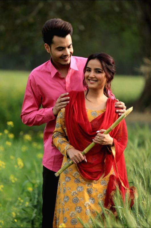 Jasmin Bhasin-starrer Punjabi song Tenu yaad karaan out