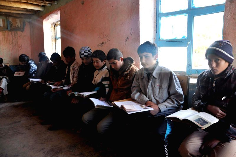 Afghani students read books in class in Jawzjan province, north Afghanistan, Nov. 19, 2014.