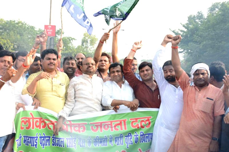 JD(S) workers stage a demonstration against hike in fuel prices in Patna on May 27, 2018.
