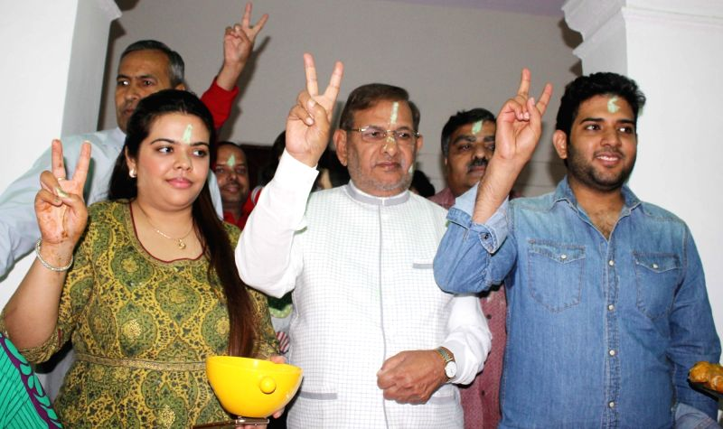 : JD (U) chief Sharad Yadav celebrates party`s performance during the recently concluded Bihar assembly polls at his residence in New Delhi on Nov 8, 2015. (Photo: IANS).