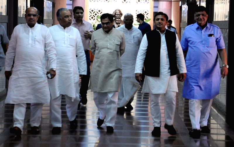 JD(U) leader KC Tyagi with Samajwadi Party leaders Akhilesh Yadav and Ram Gopal Yadav after a luncheon meeting convened by Congress President Sonia Gandhi as part of efforts to find a ... - Akhilesh Yadav, Gopal Yadav and Sonia Gandhi