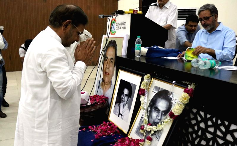 JD(U) leader Sharad Yadav pays tribute to socialist essayist and activist Madhu Limaye on his birth anniversary in New Delhi, on May 1, 2017. - Sharad Yadav
