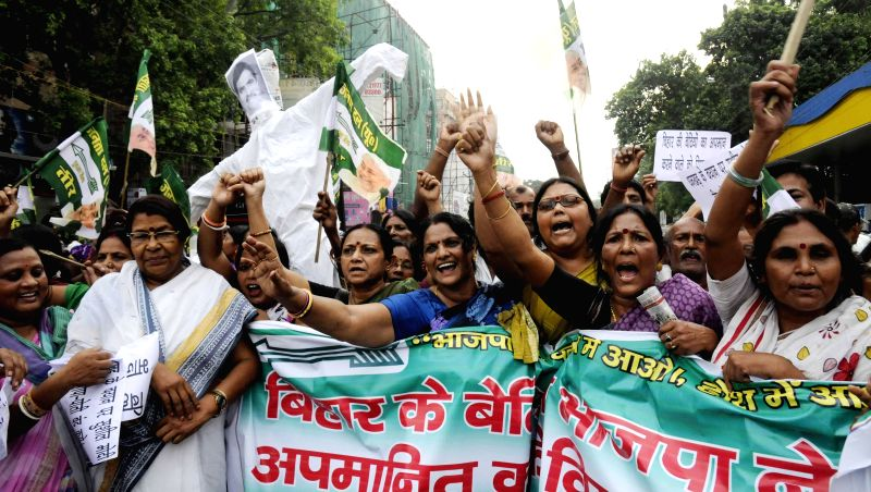 JD(U) Mahila Morcha workers demonstrate against BJP's National Kisan Morcha president, OP Dhankar's remarks on Bihari women in Patna on July 7, 2014.