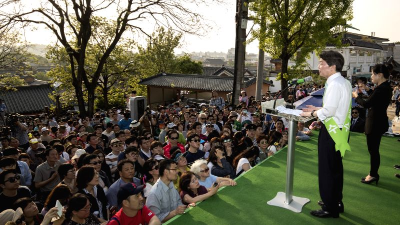 JEONJU, May 3, 2017 - Ahn Cheol-soo (R), presidential candidate of People's Party, speaks to his supporters during a campaign at a traditional Hanok village in Jeonju, South Korea, May 3, 2017. A ...