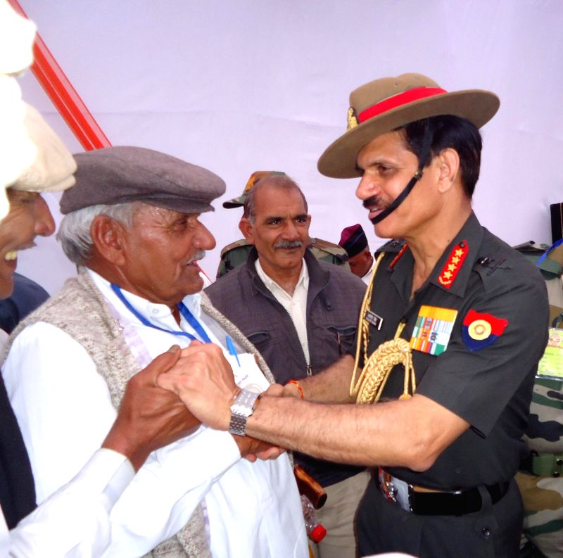 The Chief of Army Staff, General Dalbir Singh interacts with the veterans during the Veer Senani Rally, at Jhajjhar, in Haryana on March 14, 2015. - Dalbir Singh