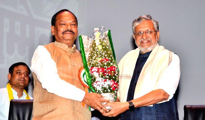 Jharkhand Chief Minister Raghubar Das and Bihar Deputy Chief Minister Sushil Kumar Modi during a programme in Patna on Aug 5, 2018. - Raghubar Das and Sushil Kumar Modi