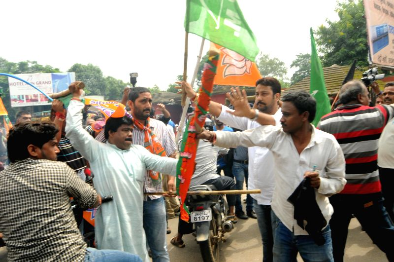 Jharkhand Mukti Morcha (JMM) workers clash with Bhartiya Janta Party (BJP) workers after JMM workers showed black flags to Union Steel Minister Narendra Singh Tomar and Union Steel Minister for state - Narendra Singh Tomar and Birsa Munda Airport