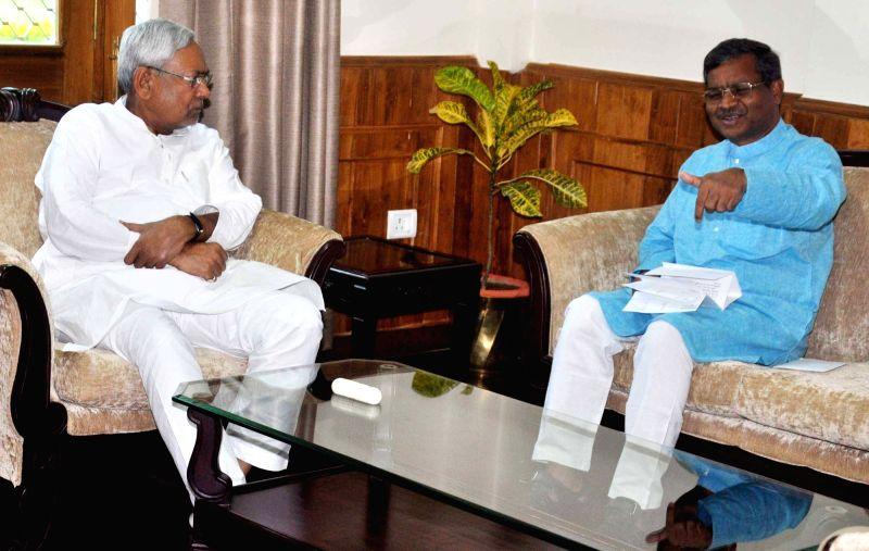 Jharkhand Vikas Morcha (JVM) chief Babu Lal Marandi calls on Bihar Chief Minister Nitish Kumar in Patna, on June 3, 2016. - Nitish Kumar