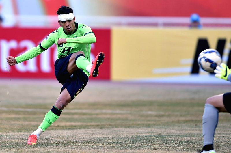 Leonardo Rodrigues Pereira of South Korea's Jeonbuk Hyundai Motors shoots during the Group E match against China's Shandong Luneng FC at the 2015 AFC Champions League ...